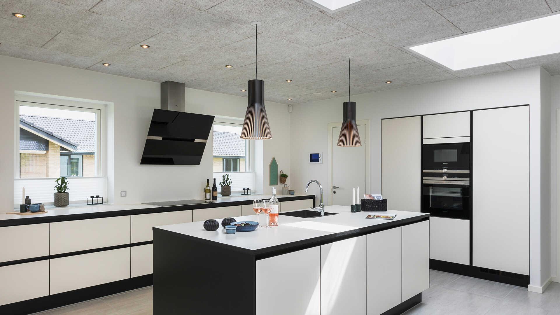 4d6a8070ee1f Udstillingshus i Aalborg SV - Længehus i funkis-stil